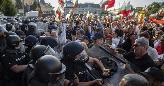 Ponad 40 osób zatrzymano podczas zamieszek przed bułgarskim parlamentem w Sofii. Liczba ta najprawdopodobniej jeszcze wzrośnie, ponieważ antyrządowe protesty trwają. Według źródeł medycznych do szpitala trafiło 16 poszkodowanych.