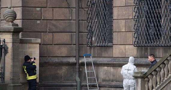 """W śledztwie dotyczącym dokonanej w listopadzie ubiegłego roku kradzieży kosztowności z drezdeńskiego muzealnego skarbca Gruenes Gewoelbe policja uzyskała w środę """"pierwszy punkt zaczepienia"""" - poinformowała prokuratura w Dreźnie."""