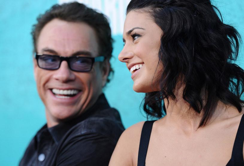 """Teledysk """"ULTRARÊVE"""" francuskiego duetu producenckiego AaRON podbija sieć. W klipie wystąpił słynny aktor kina akcji Jean-Claude Van Damme, a na jego życzenie reżyserką teledysku została córka - Bianca."""