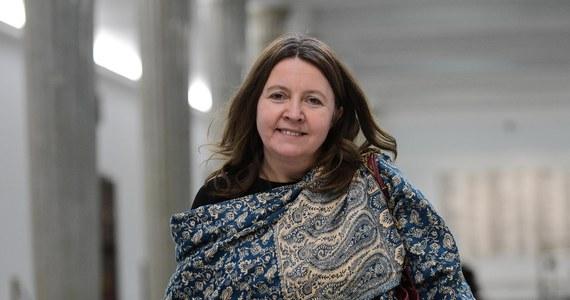 Prezydium Sejmu uchyliło karę nagany, którą w sierpniu na Joannę Lichocką (PiS) nałożyła komisja etyki poselskiej. Chodziło o jej zachowanie podczas obrad Sejmu w lutym. Media społecznościowe obiegło wówczas zdjęcia, na którym widać było, jak posłanka trzyma wyciągnięty w górę środkowy palec.