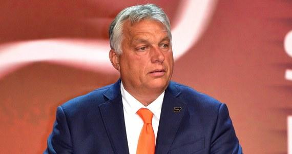 Sądząc po wynikach gospodarczych Polski, za 10 lat będzie ona nowymi Niemcami Europy - ocenił premier Węgier Viktor Orban w piątek w Radiu Kossuth, podkreślając, że Unia Europejska musi znaleźć odpowiedź na spadek swego znaczenia gospodarczego w świecie.