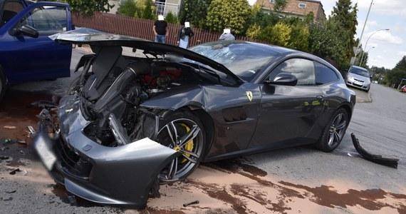 Rozbite ferrari to efekt kolizji trzech aut, do której doszło w Tarnowie. Żadnemu z kierowców nic poważnego się nie stało, ale sportowe cacko zostało całkowicie zniszczone.