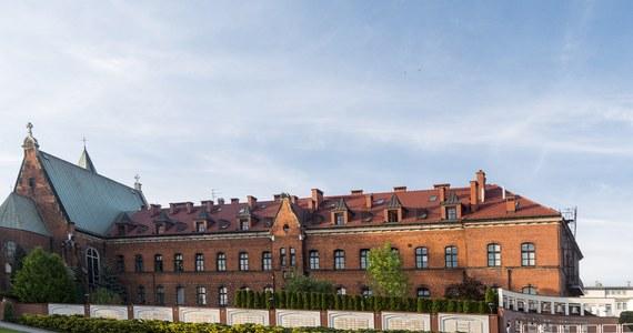 U 35 sióstr z krakowskiego klasztoru Zgromadzenia Sióstr Matki Bożej Miłosierdzia w Krakowie-Łagiewnikach testy potwierdziły zakażenie koronawirusem. To kolejne, nowe ognisko COVID-19 w Małopolsce.