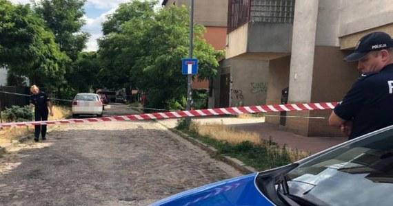 Jest akt oskarżenia przeciwko 65-letniemu Andrzejowi K., który w lipcu ub. roku zastrzelił sąsiadkę przy ulicy Łąkocińskiej 3 w Warszawie. Strzelał także do jej 19-letniego syna. Do zbrodni doszło podczas kontroli budowlanej, na oczach inspektora budowlanego.