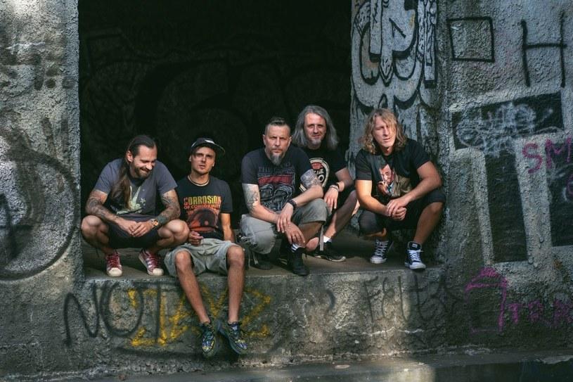 """Na 1 października wyznaczono datę premiery albumu """"Anno Domini MMXX"""", piątego studyjnego wydawnictwa grupy Luxtorpeda."""