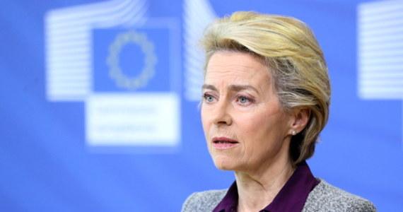"""Przewodnicząca Komisji Europejskiej Ursula von der Leyen ostrzegła, że bez zapisów umowy o wyjściu Wielkiej Brytanii z UE, dotyczących granicy między Irlandią a Irlandią Północną, nie będzie przyszłego partnerstwa między """"27"""" a Wyspami. To reakcja na najnowsze informacje z Wielkiej Brytanii. Brytyjski rząd zapowiada podjęcie kroków podważających zawartą wcześniej umowę z UE o brexicie, jeśli porozumienie handlowe z """"27"""" nie zostanie uzgodnione w październiku."""