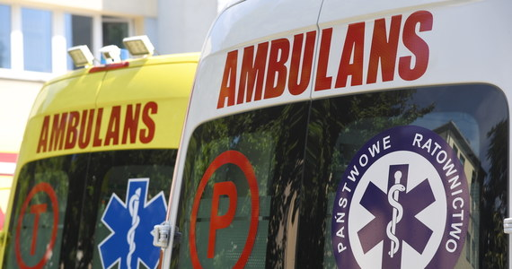 Pięć młodych osób zostało rannych w wypadku w Pałubicach w województwie pomorskim. Audi, którym jechali, wpadło na przydrożne drzewo.