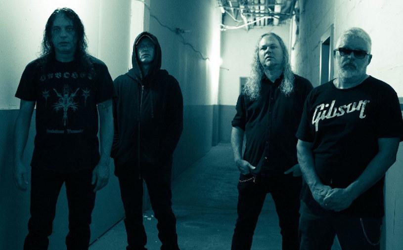 Nowo powstała formacja Shadows z USA podpisała stosowne dokumenty z polską wytwórnią Agonia.