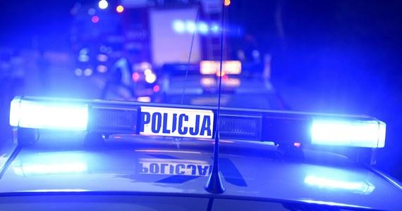 Trzy osoby zostały ranne w wyniku wypadku autobusu z żołnierzami, który wjechał do rowu przy autostradzie A4 w powiecie brzeskim.