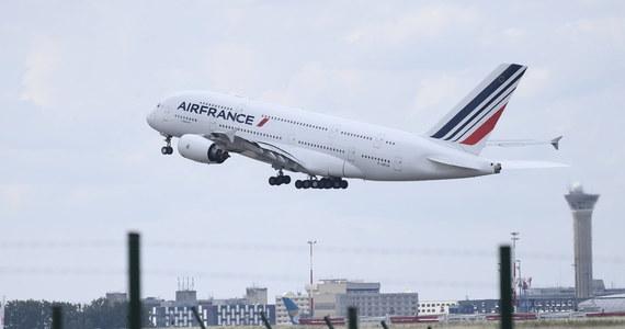 Za tydzień Francja może zostać wpisana na listę krajów objętych zakazem lotów do Polski - dowiedzieli się dziennikarze RMF FM. Projekt rządowego rozporządzenia w tej sprawie ma być gotowy do końca tygodnia.
