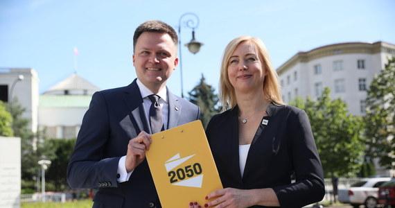 Hanna Gill-Piątek oficjalnie poinformowała, że złożyła na ręce szefa klubu Lewicy i szefa partii Wiosna rezygnację z członkostwa w klubie Lewica i partii Wiosna. Z kolei podczas konferencji prasowej Szymon Hołownia ogłosił, że posłanka dołączyła do jego ruchu Polska 2050.