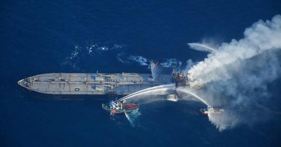 """U wybrzeży Sri Lanki pali się załadowany tankowiec New Diamond. Strażacy przekonują, że mają już """"lepszą kontrolę"""" nad pożarem, a władze wyspy deklarują poszukiwanie oznak potencjalnych wycieków ropy ze statku."""