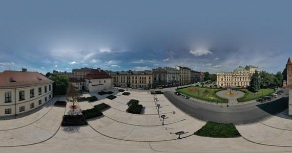 Dzisiaj w Krakowie oficjalnie, po wielu miesiącach prac, otwarto plac świętego Ducha. To zrewitalizowane miejsce w samym centrum stolicy Małopolski, obok Teatru Słowackiego.