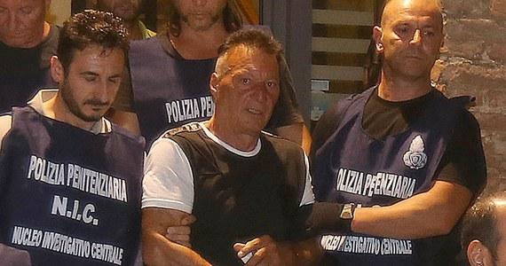 Włoska policja poszukuje seryjnego przestępcy, który po raz kolejny uciekł z więzienia. 60-letni Giuseppe Mastini odsiaduje wyrok dożywocia za morderstwa, rozboje, kradzieże i porwania. Był także przesłuchiwany w sprawie zabójstwa słynnego reżysera Piera Paolo Pasoliniego.