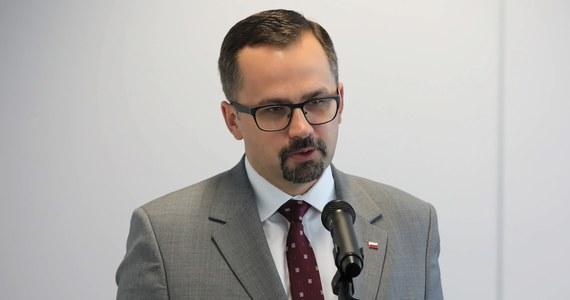 W 2023 roku pierwsze wbicie łopaty, a w 2027 roku - pierwsze loty z Centralnego Portu Komunikacyjnego. Nie odpuszczamy - zadeklarował w Karpaczu wiceminister infrastruktury i pełnomocnik rządu ds. CPK Marcin Horała.