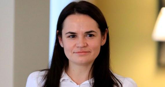 Liderka białoruskiej opozycji Swiatłana Cichanouska wezwała władze w Mińsku do uwolnienia Maryi Kalesnikawej, która w poniedziałek została zatrzymana i której dalsze losy nie są znane. Zaapelowała też o międzynarodowe sankcje na osoby odpowiedzialne za aresztowania na Białorusi.