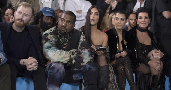 """""""Z kamerą u Kardashianów"""" to fenomen reality show. Po 14 latach i 20 sezonach twórcy serialu ogłaszają jego koniec. """"Z ciężkim sercem rodzina podjęła decyzję o pożegnaniu się z show"""" - napisała Kim Kardashian na Instagramie."""