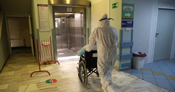 W środę MZ poinformowało o 421 nowych przypadkach koronawirusa w Polsce. Nie żyje 11 osób. Stwierdzone przypadki dotyczą województw m.in.: małopolskiego, mazowieckiego, śląskiego.