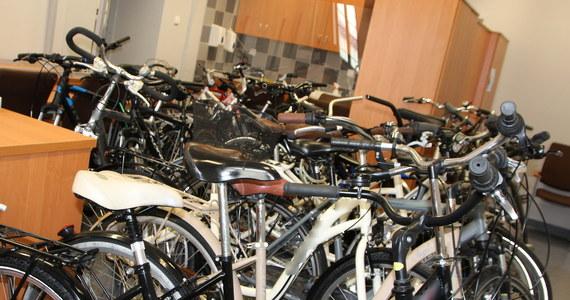 Szajka kradnąca rowery zatrzymana przez policję w Brzegu na Opolszczyźnie. Złodziei było trzech. Razem ukradli prawie 80 rowerów.