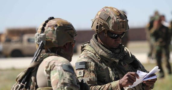 Do listopada Stany Zjednoczone wycofają z Iraku i Afganistanu kilka tysięcy żołnierzy - poinformował szef Centralnego Dowództwa USA generał Frank McKenzie. Jak podał, amerykański kontyngent w Iraku zmniejszy się z 5200 do 3 tysięcy żołnierzy, zaś w Afganistanie z 8600 do 4,5 tysiąca żołnierzy.