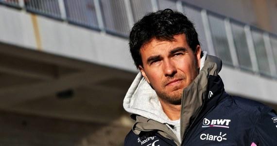 """Meksykanin Sergio Pérez wraz z końcem sezonu F1 odchodzi z zespołu Racing Point. """"Trochę boli, ponieważ pomagałem teamowi w bardzo trudnych chwilach"""" - stwierdził kierowca w poście opublikowanym w mediach społecznościowych. Miejsce Péreza zajmie czterokrotny mistrz świata Formuły 1, Sebastian Vettel."""