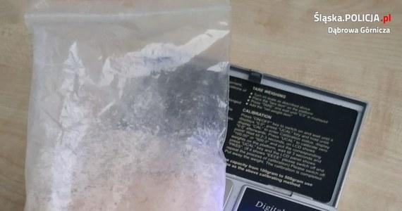 16-latek został zatrzymany ze sporą ilością narkotyków w Dąbrowie Górniczej w Śląskiem. Nastolatek miał przy sobie amfetaminę. Teraz jego sprawą zajmie się sąd dla nieletnich.