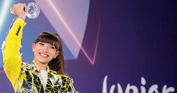 Zmiany w organizacji 18. Konkursu Piosenki Eurowizji Junior. Młodzi reprezentanci 13 państw nie pojawią się w Warszawie. Wokaliści wystąpią na scenach w swoich ojczystych krajach.