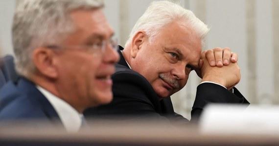 1700 skierowań na test na koronawirusa wystawiono ostatniej doby dzięki aplikacji gabinet.gov.pl – poinformował w czwartek wiceminister zdrowia Waldemar Kraska. Przyznał, że w niektórych miejscach są jeszcze problemy, które resort stara się zlikwidować.