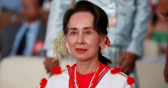 Wieloletnia liderka birmańskiej opozycji, laureatka Pokojowej Nagrody Nobla, a obecnie faktyczna przywódczyni Birmy Aung San Suu Kyi została w czwartek formalnie wykluczona z grona laureatów Nagrody im. Sacharowa, przyznawanej przez Parlament Europejski.
