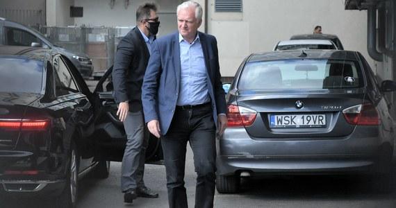 """Wicemarszałek Sejmu i szef klubu PiS Ryszard Terlecki powiedział po rozmowach liderów Zjednoczonej Prawicy w sprawie rekonstrukcji rządu, że """"można odnieść wrażenie, że zbliżamy się do jakiegoś optymistycznego zakończenia"""". Kolejna tura rozmów w przyszłym tygodniu, """"pewnie"""" we wtorek - dodał."""