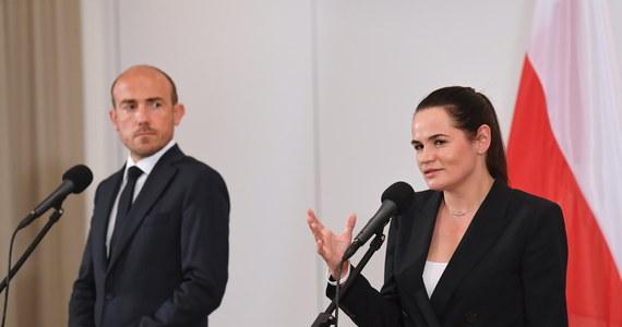 Cieszę się, że wszystkie partie polityczne w Polsce podobnie patrzą na to, co się dzieje na Białorusi - zaznaczyła liderka białoruskiej opozycji Swiatłana Cichanouska po spotkaniu w Warszawie z Borysem Budką. Szef Platformy Obywatelskiej zadeklarował natomiast, że przedstawiciele jego ugrupowania będą wspierać sprawę białoruską w Parlamencie Europejskim.