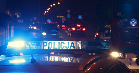 Policyjny pościg za złodziejami materiałów budowlanych koło Goleniowa w Zachodniopomorskiem. Policja użyła broni. Wcześniej podczas próby zatrzymania złodzieje próbowali rozjechać funkcjonariuszy.