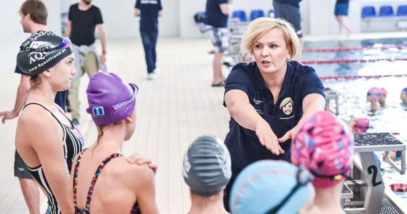 Blisko stu młodych adeptów pływania ćwiczyć będzie w niedzielę na specjalnych zajęciach w Świebodzicach na Dolnym Śląsku, zorganizowanych przez Fundację Otyli Jędrzejczak. To będzie pierwsza odsłona jesiennego cyklu Otylia Swim Tour.