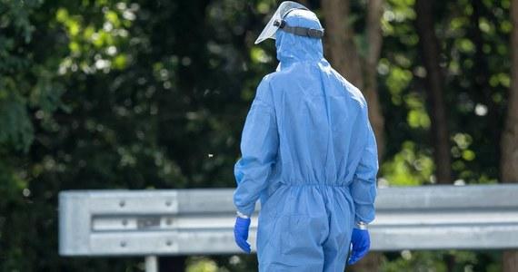 Resort zdrowia poinformował w piątek o 594 nowych, potwierdzonych przypadkach Covid-19 w Polsce. 10 osób nie żyje. Łącznie od początku epidemii w Polsce SARS-CoV-2 zaraziło się 73 047 osób, a 2 169 zmarło.