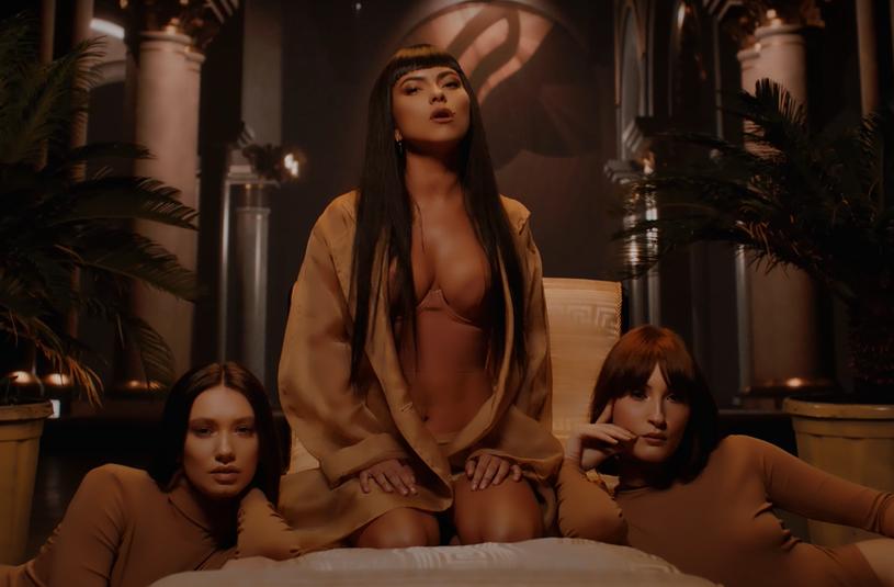 """""""Read My Lips"""" nagrany z kolumbijską wokalistką Fariną to już szósty tegoroczny singel wypuszczony przez rumuńską gwiazdę muzyki tanecznej o pseudonimie Inna."""