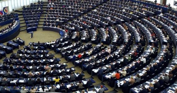 Komisja środowiska Parlamentu Europejskiego poparła wprowadzenie obowiązku neutralności klimatycznej do 2050 roku, zarówno na poziomie UE, jak i poszczególnych państw. Wezwała także do zwiększenia celu redukcji emisji do 2030 roku z 40 do 60 proc. w porównaniu z poziomem z 1990 roku. Rezolucja w tej sprawie została przyjęta 46 głosami za, przy 18 przeciw i 17 wstrzymujących się.
