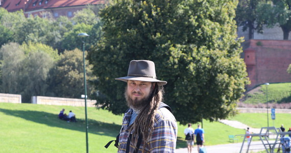 """Mateusz Waligóra, który od początku września wędruje """"Szlakiem Wisły"""", wyrusza dziś w Krakowa na kolejny etap trasy. Podróżnik chce wytyczyć szlak wzdłuż najdłuższej polskiej rzeki. Cała trasa - od Beskidów aż po Bałtyk - liczy 1200 kilometrów."""