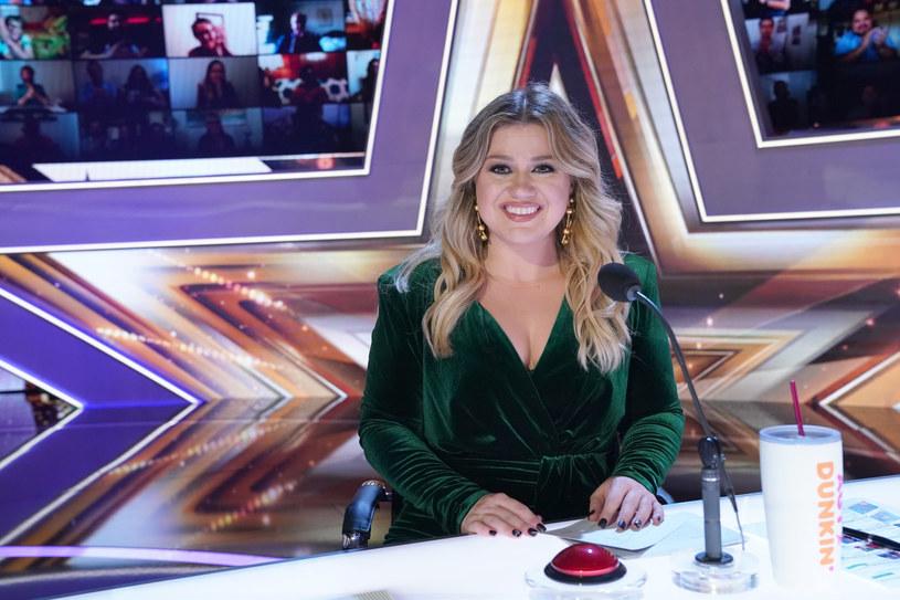 """Amerykańska wokalistka Kelly Clarkson nie ukrywa, że płyta nad którą teraz pracuje będzie jedną z najbardziej osobistych w jej życiu. """"Jest szczera"""" - oznajmia, podkreślając, że praca nad nią, miała też działanie terapeutyczne."""
