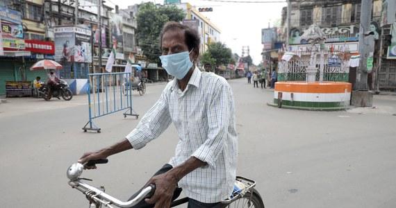 Indie zanotowały w sobotę, drugi dzień z rzędu, rekordową liczbę 97 570 nowych przypadków zakażenia koronawirusem - poinformowało tego dnia ministerstwo zdrowia.