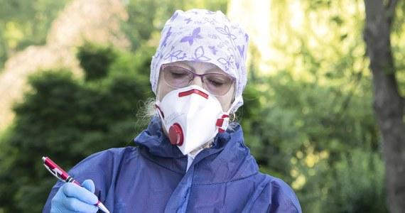 Resort zdrowia poinformował w sobotę o 603 nowych, potwierdzonych przypadkach koronawirusa w Polsce. 13 osób nie żyje. Łącznie w naszym kraju od początku trwania epidemii zaraziło się 73 650 osób, a 2 182 zmarły.