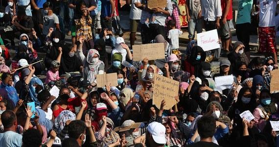 Grecka policja użyła gazu łzawiącego do rozproszenia grupy migrantów protestujących na wyspie Lesbos, cztery dni po spaleniu się ich obozu w miejscowości Moria. Migranci obrzucili policjantów kamieniami.