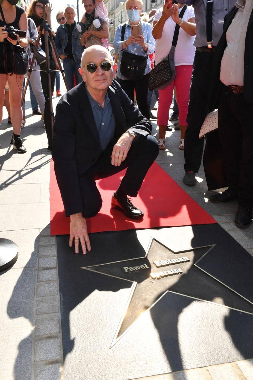 Operator filmowy Paweł Edelman ma swoją gwiazdę. Jej odsłonięcie nastąpiło w sobotę w Łódzkiej Alei Gwiazd na ul. Piotrkowskiej. To kolejny artysta, który dołączył do grona światowych sław kina i sztuki, którzy mają swoją gwiazdę na najpopularniejszej ulicy w Łodzi.