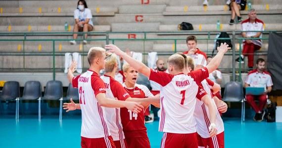 Polscy siatkarze przegrali w Lecce z Włochami 2:3 (22:25, 25:16, 13:25, 25:20, 13:15) w półfinale mistrzostw Europy do lat 18. W niedzielę biało-czerwoni zagrają o brązowy medal z Bułgarami.