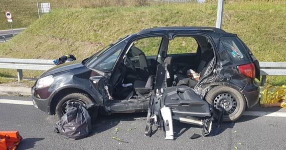 Cztery osoby zginęły w wypadku, do którego doszło rano na obwodnicy Olecka. Wszystkie ofiary jechały fiatem, którego kierowca nie ustąpił pierwszeństwa.