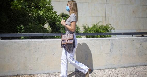 Sąd w Izraelu w niedzielę skazał modelkę Bar Refaeli na dziewięć miesięcy prac społecznych, a jej matkę na 16 miesięcy pozbawienia wolności za uchylanie się od płacenia podatków.