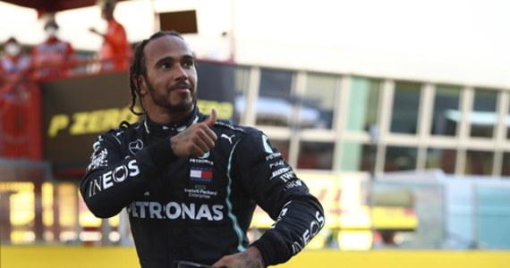 Brytyjczyk Lewis Hamilton (Mercedes) wygrał wyścig Formuły 1 o Grand Prix Toskanii na torze Mugello. Broniący tytułu sześciokrotny mistrz świata odniósł 90. zwycięstwo w karierze. Rywalizacja była trzykrotnie przerywana z powodu kraks.