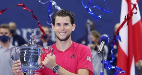 """Rozstawiony z """"dwójką"""" Dominic Thiem wygrał z Niemcem Alexandrem Zverevem (5.) 2:6, 4:6, 6:4, 6:3, 7:6 (8-6) w finale turnieju US Open, który rozgrywany był na kortach twardych w Nowym Jorku. To pierwszy w karierze tytuł wielkoszlemowy 27-letniego austriackiego tenisisty."""