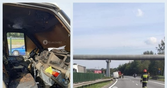 Znamy dramatyczne szczegóły wypadku do którego doszło w niedzielę na autostradowej obwodnicy Krakowa. Po zapaleniu się samochodu na jezdnię wyskoczyli kierowca i pasażerka forda transit.