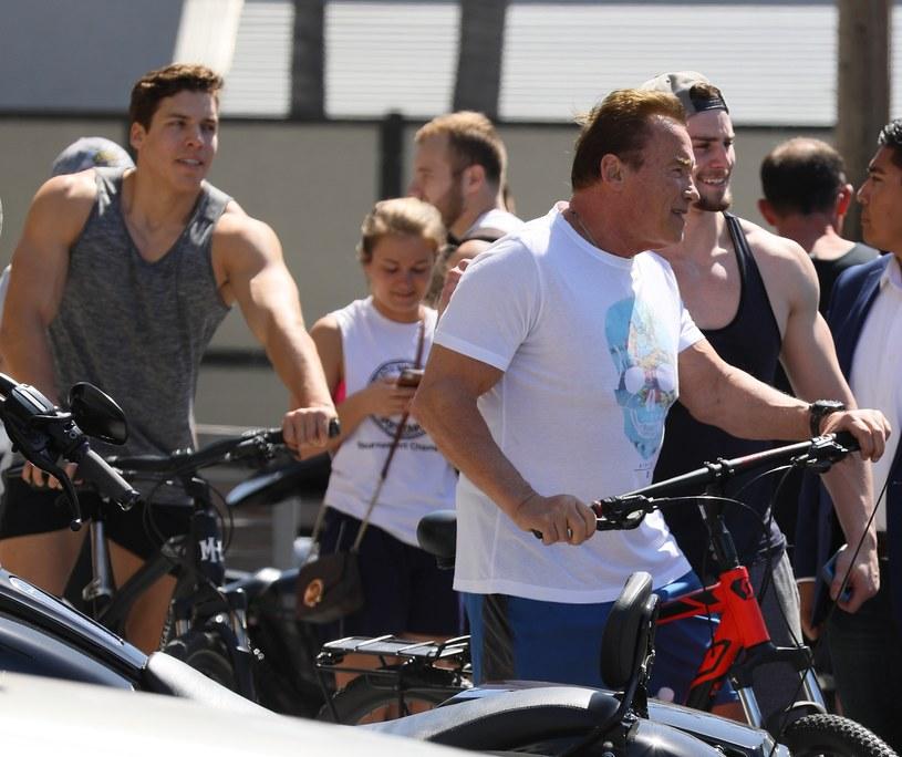 Joseph Baena opublikował w mediach społecznościowych zdjęcie z treningu. Pozujący w samych spodenkach 22-latek prezentuje na nim bicepsy, które są już tak ogromne jak te, które prezentował Arnie... pół wieku temu, gdy rok po roku sięgał po najbardziej prestiżowe kulturystyczne trofeum.