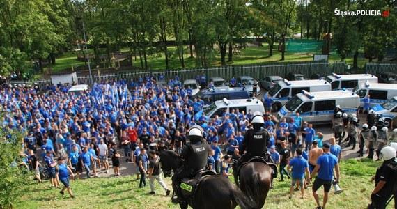 Śląska policja zatrzymała 23 pseudokibiców po III-ligowym meczu Ruchu Chorzów i Polonii Bytom w Bytomiu – większość z nich (22 osoby) to sympatycy drużyny z Chorzowa.